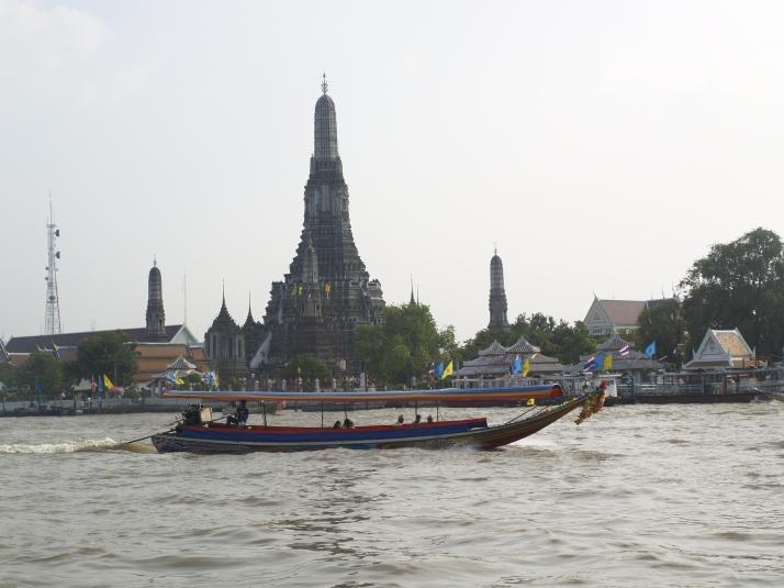 Vistas del Wat Arun desde el muelle