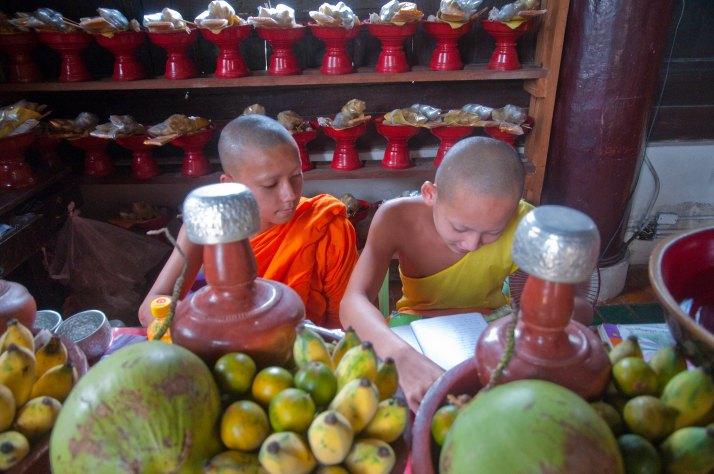 niños-monjes